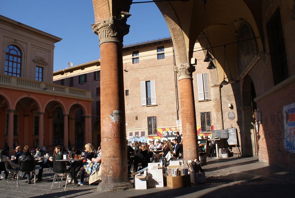 Piazza Verdi à Bologne : Ca se voit que je suis mal à l'aise à prendre les gens en photos ?