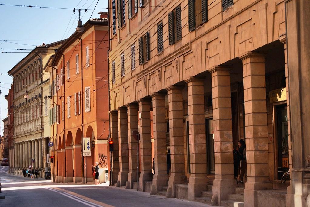 Arcades ou portiques de Bologne à découvrir en vélo pour en mesurer toute les subtilités.