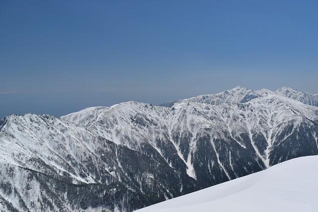 三ノ沢岳山頂から眺める空木岳への稜線