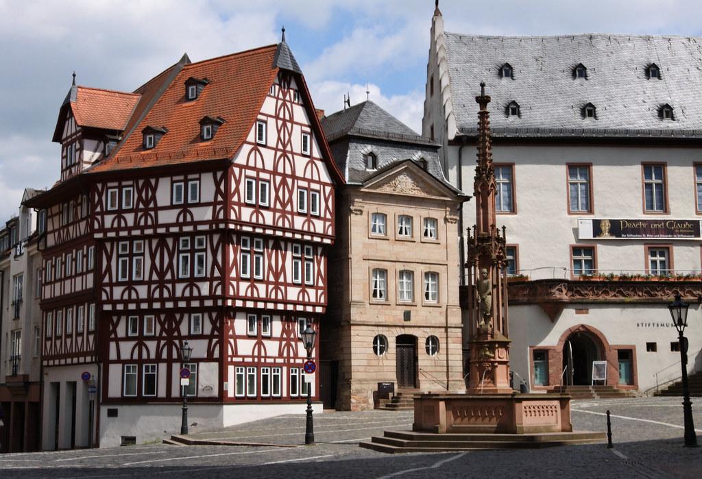 stiftsplatz aschaffenburg 01 das fachwerkhaus ist die al flickr. Black Bedroom Furniture Sets. Home Design Ideas