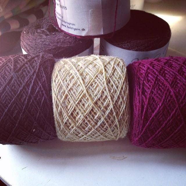 Colori per Ravello #instaknit #iolavoroamaglia #ravelry #knittingfriends #kalfromitaly #yarn #holstgarn #handmade #cheaphappiness #fattoamano