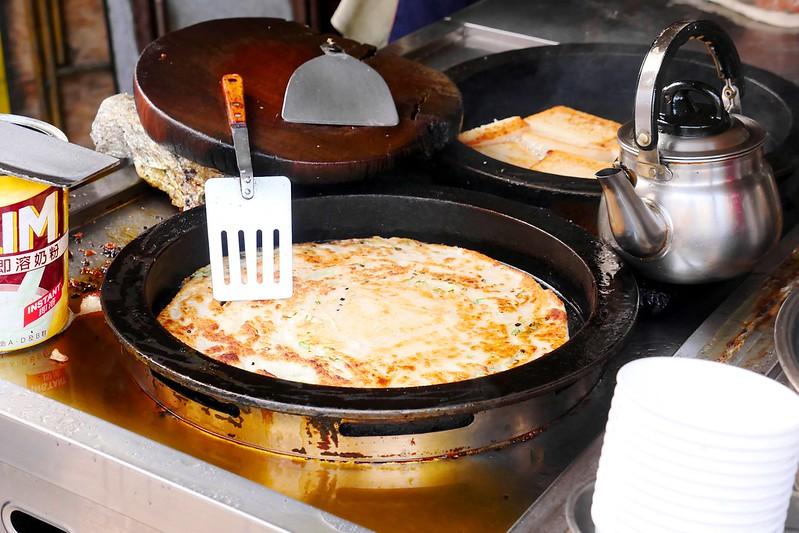 33250157745 3831299846 c - 正宗傳統蔥油餅│台中最愛吃蔥油餅 薄酥蔥多嚼勁份量都十足超推薦!