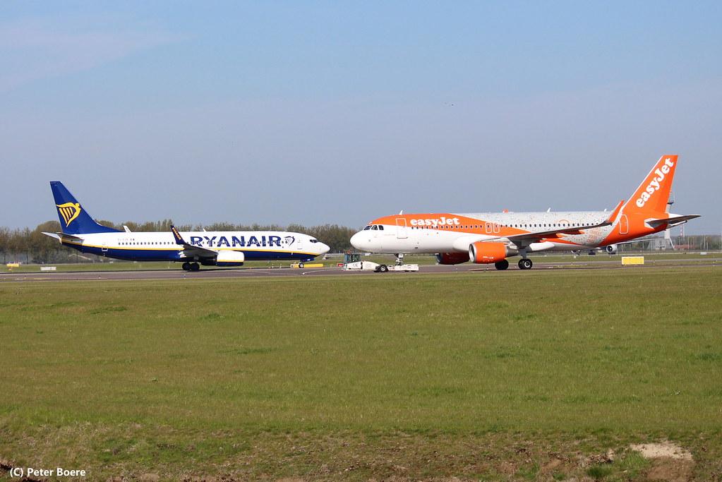 Ryanair vs easyJet in Amsterdam, 30-04-2017   Twee low-budge…   Flickr