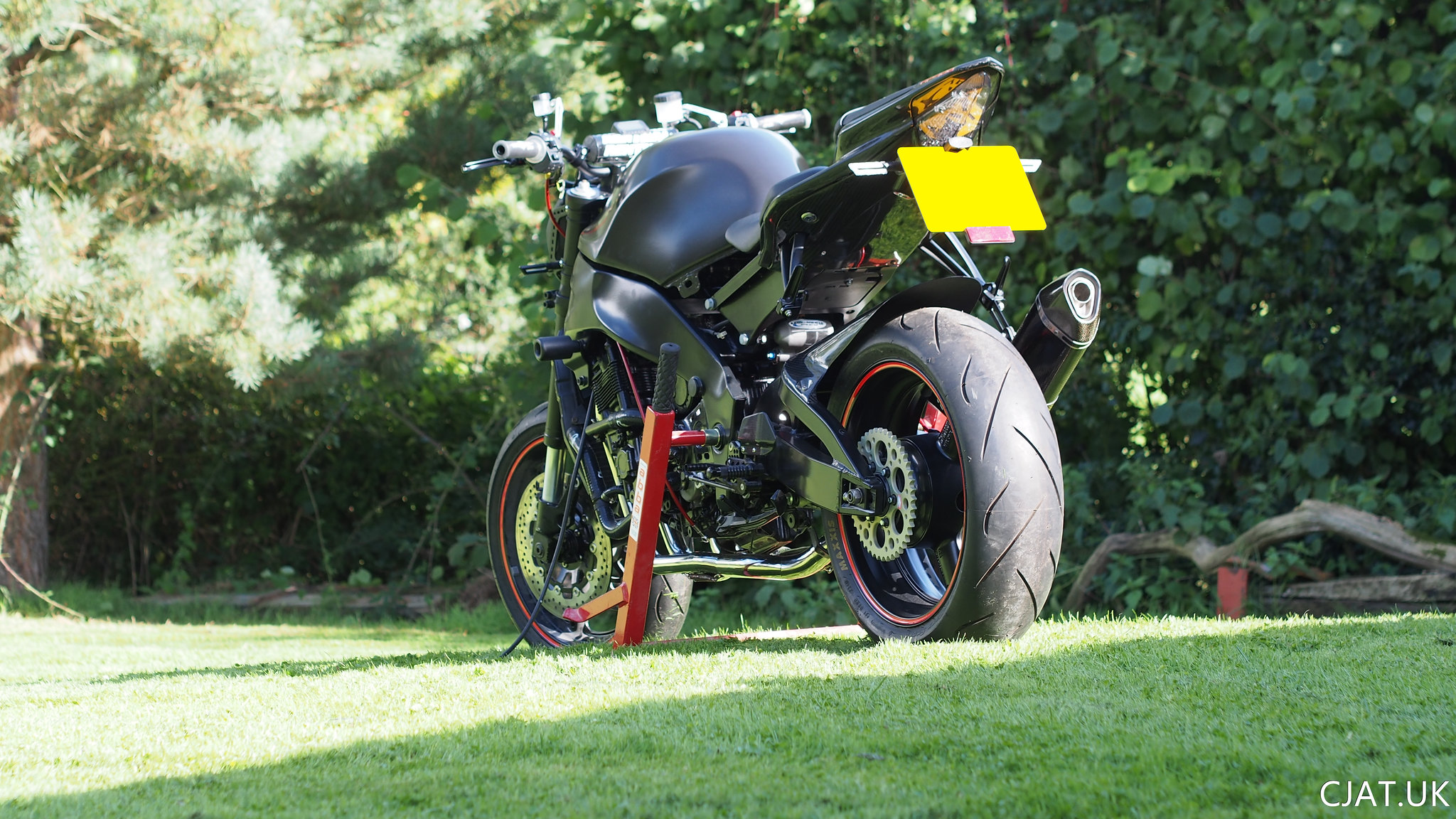 Suzuki RF900 tail swap StreetFighter Wallpaper