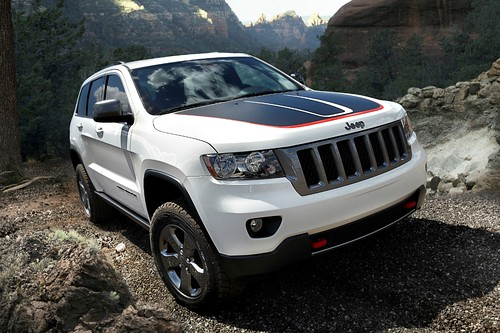 2013-Jeep-Grand-Cherokee-Touring-Trailhawk-Front-Static-White | by Muddybottoms1