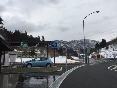 阿賀野川SA(上り)で充電中の日産リーフ