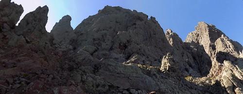 Dans le tiers supérieur du couloir de Serra Pianella : sous  la crête de la Grande Barrière