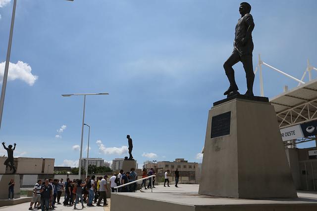 Conhecido mundialmente após ser o principal palco dos Jogos Rio 2016, o Estádio Nilton Santos está com uma novidade para quem é apaixonado por esporte: o Tour Guiado pelos principais setores, incluindo a pista mágica onde Usain Bolt encantou o planeta.