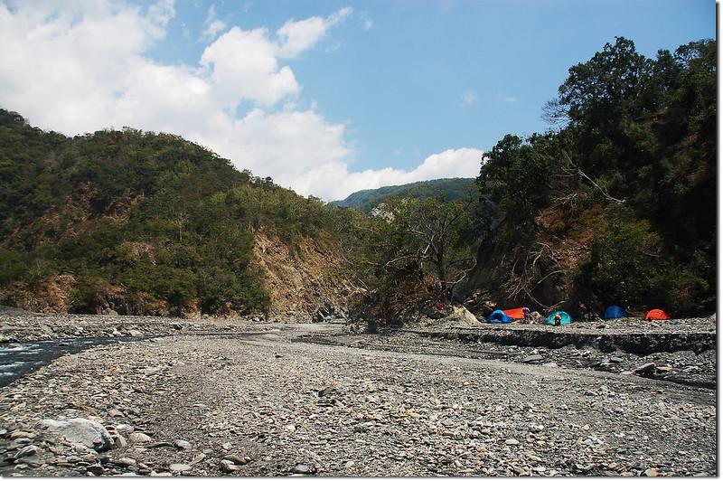 朗吾呂山登山口河床營地 3