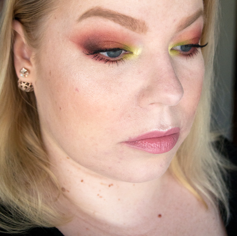 red_green_spring_makeup