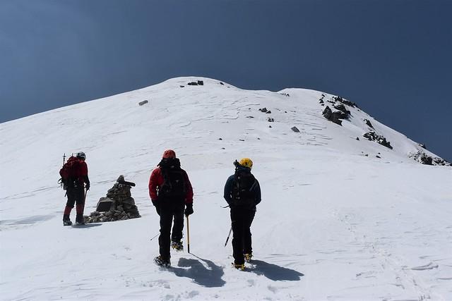 三ノ沢岳 山頂手前のケルン