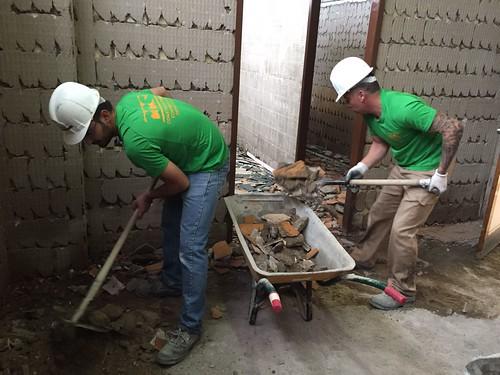 AionSur 33107761600_f5a0865873_d Carmona: Obras de renovación de los vestuarios del pabellón 'Andrés Jiménez' Carmona Provincia