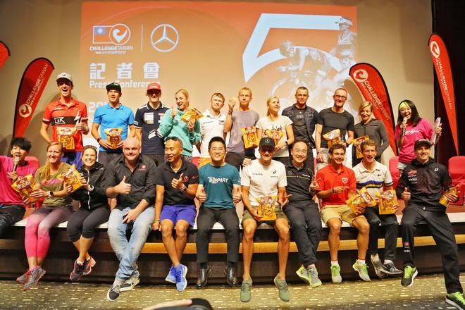 來自世界各國的參賽選手與主辦單位、台東縣縣長、及賽事最大贊助廠商台灣賓士代表合影留念