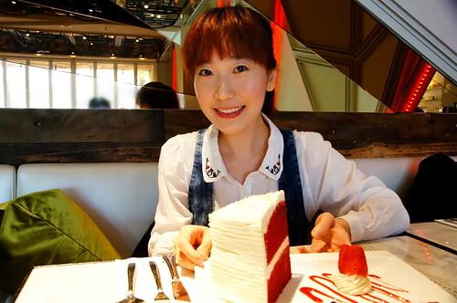【美食】不用飛去紐約華爾道夫在台灣也可以吃到美味的「紅絲絨蛋糕」Red Velvet Cake