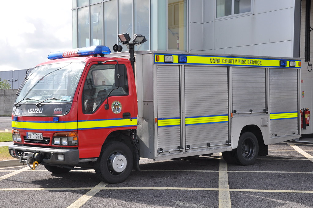 Cork County Fire Service 1999 Isuzu NPR CCFS Browns ET 99C25143