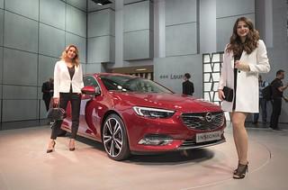 Genf 2017: Opel Insignia mit Models