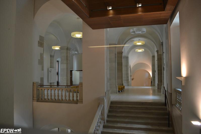 Una solemne y regia escalera