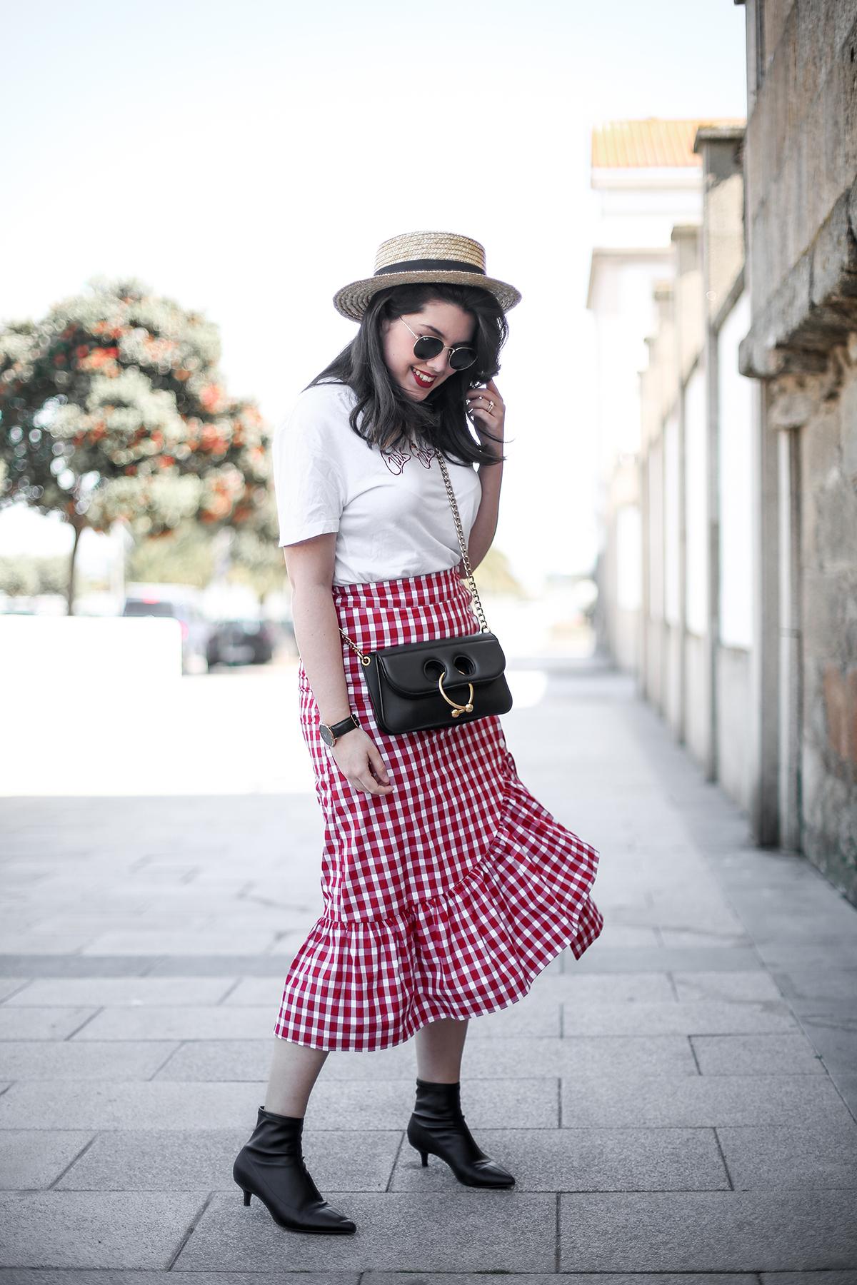 falda-cuadros-vichy-asimetrica-zara-look-jwanderson-farfetch-canotier-myblueberrynightsblog13