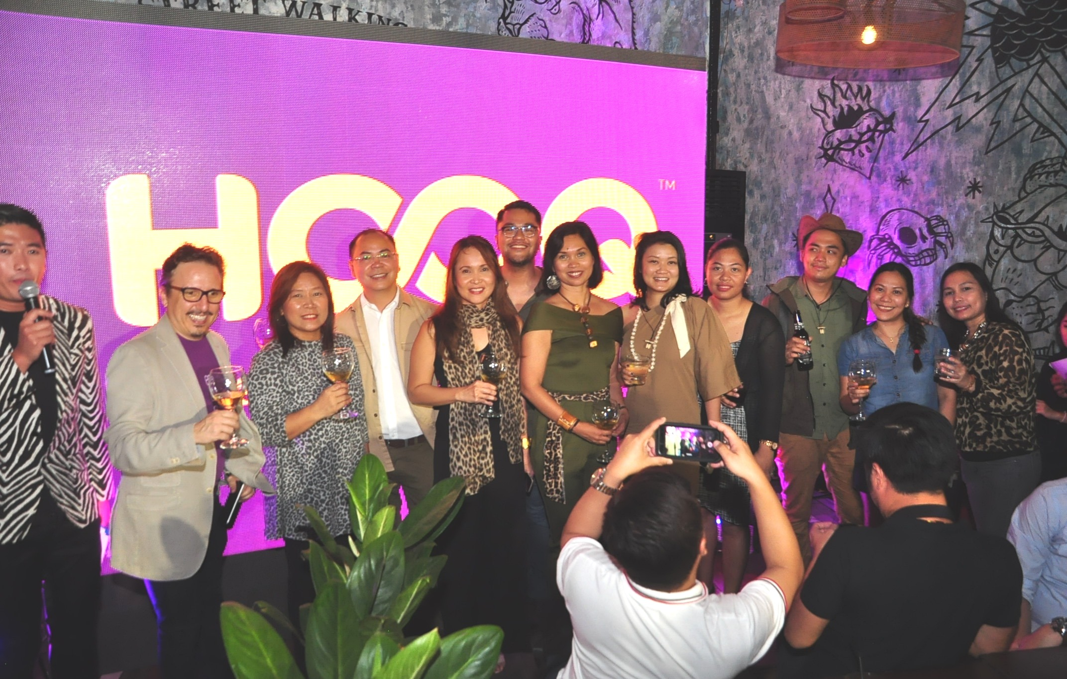 HOOQ | This Girl Does It All