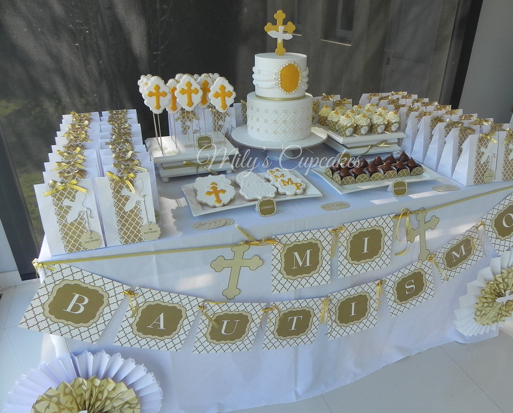 White and gold baptism mily´s cupcakes flickr