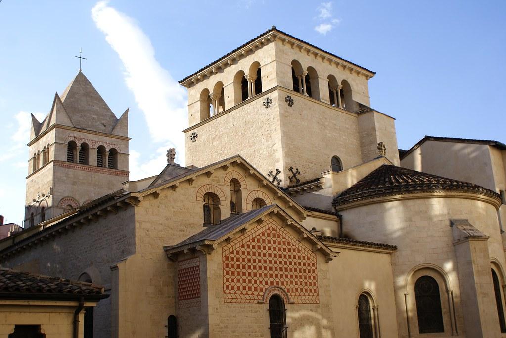 Basilique romane du quartier d'Ainay à Lyon.