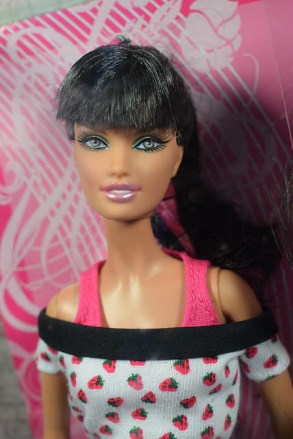 2007 Barbie Top Model Hair Wear Teresa M5797 (1)