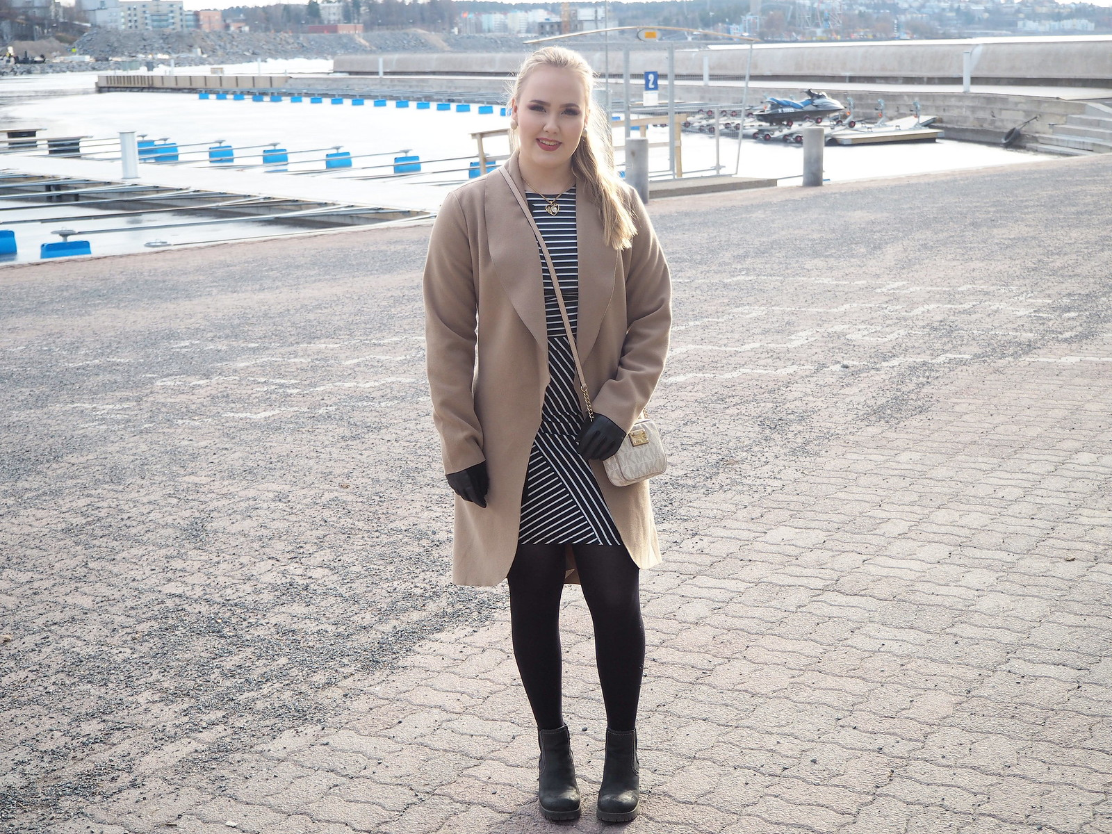 spring outfit beige trech coat