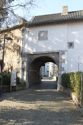 house with pedestrian arch