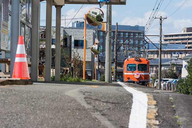 オレンジの車体の岳南電車