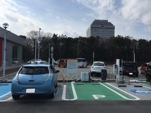 新潟日産 県庁前店で充電中の日産リーフ