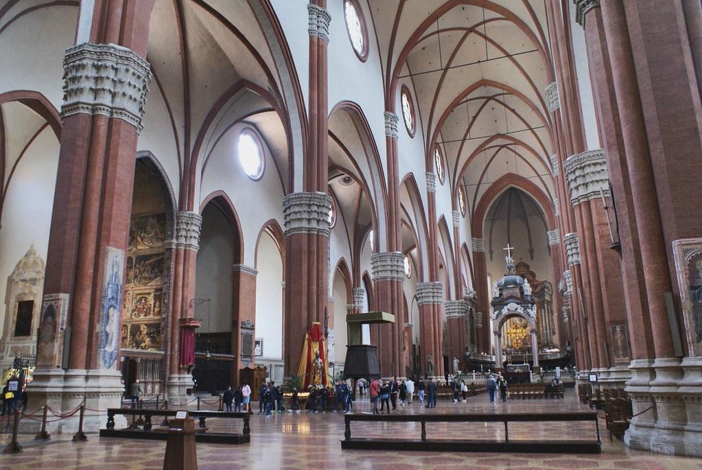 La gigantesque église gothique de San Petronio à Bologne