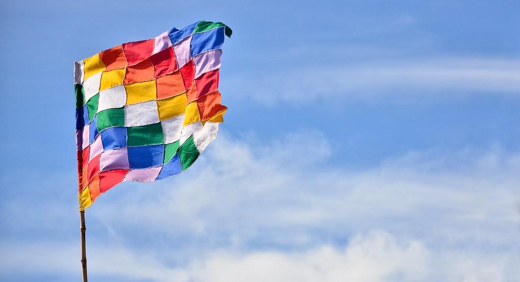 Wiphala   Bandera cuadrangular de siete colores utilizada po ...