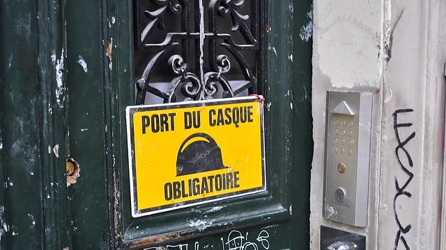 Port du casque obligatoire montmartre flickr photo sharing - Port du casque obligatoire ...