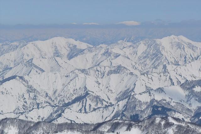 守門岳から眺める冬の飯豊山