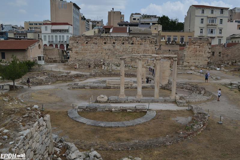 Restos del patio de la biblioteca de Adriano