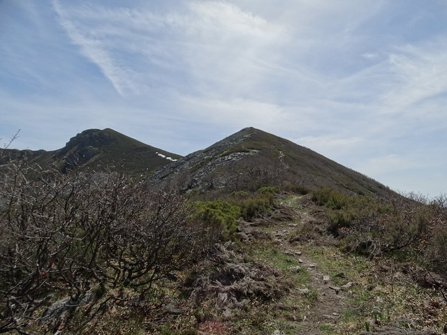 Pico de Bois en la Ruta del Albergue a Tres Bispos - Ancares