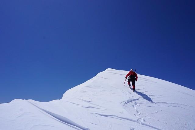 三ノ沢岳の山頂へ