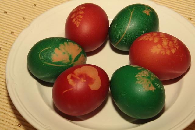 Gekleurde eieren met plantenmotief, Pasen 2017...