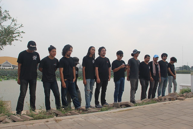 Dao Din activist stop at the lake in Khonkhean University to read a statement 24 April 2017