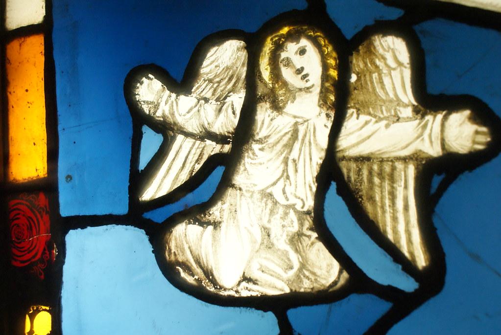 Vitraux représentant un ange dans le musée médieval de Bologne.