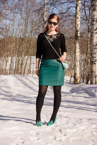 KynähameNahkainenTyyliFashionBlogStyleOOTDOutfits-22 KynähameNahkainenTyyliFashionBlogStyleOOTDOutfits-2 bloggerstyle fashion fashionblogger styleblog tyyli blogi pukeutuminen style nahkahame nahkainen kynähame mittatilaus Ompelimo Rokita Doris neule Cobblerina laukut Finnish design finnish designer ray- ban Minna Parikka Pfeiffer