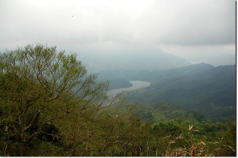 桑留守山俯瞰庫瓦魯斯溪