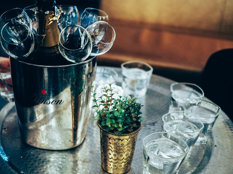 ChampagneBubblesP4074345.jpg, kuohuviini, pullo, lasit, bottle, glasses, friends, bubbles, champagne, friday, perjantai, samppanja, juhla, party, kattaus, table, toast,