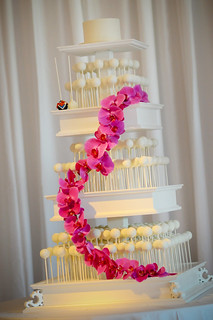 Our flower decorated cake pop stand | by Sweet Lauren Cakes