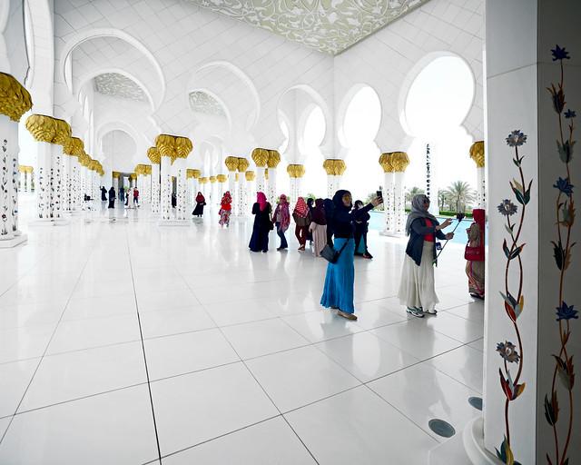 Preciosa entrada en mármol blanco de la mezquita de Abu Dhabi