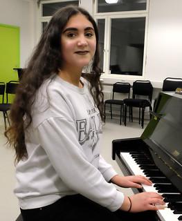 Yasmine Johnsson, Enebyskolan