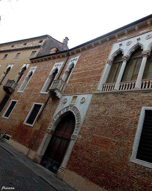 Palazzo Porti Colleoni, contrà Porti in Vicenza