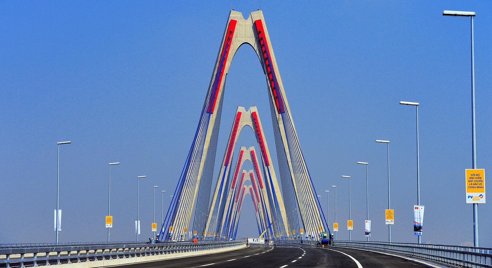 Nhat Tan Bridge Construction   Reconnecting Asia