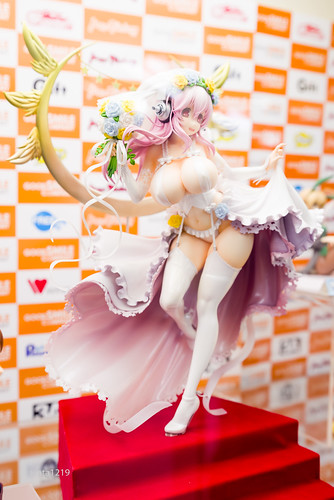 [GOODSMILE] SuperSonico 10th Anniversary Figure Wedding Ver. (10)
