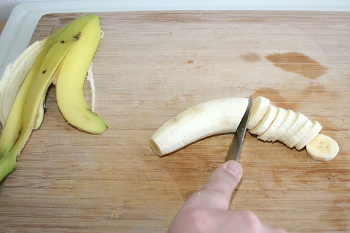 23 - Banane in Scheiben schneiden / Cut banana in slices